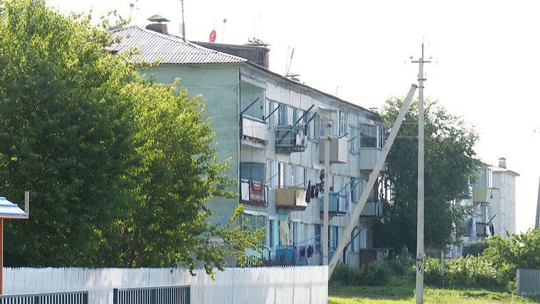 Грязная история: Жители Новгородки не могут полноценно пользоваться водопроводом и канализацией
