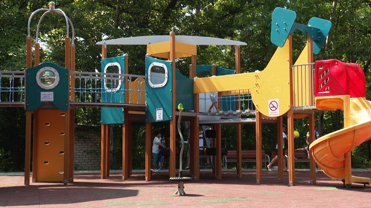 Первая и долгожданная: В областном центре открылась единственная в Приамурье инклюзивная детская площадка