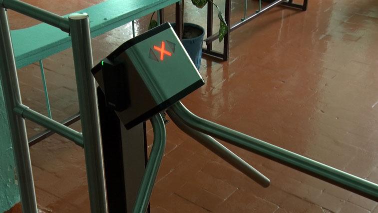 Металлодетектор и турникет: В школах Белогорского района установили антитеррористическое оборудование