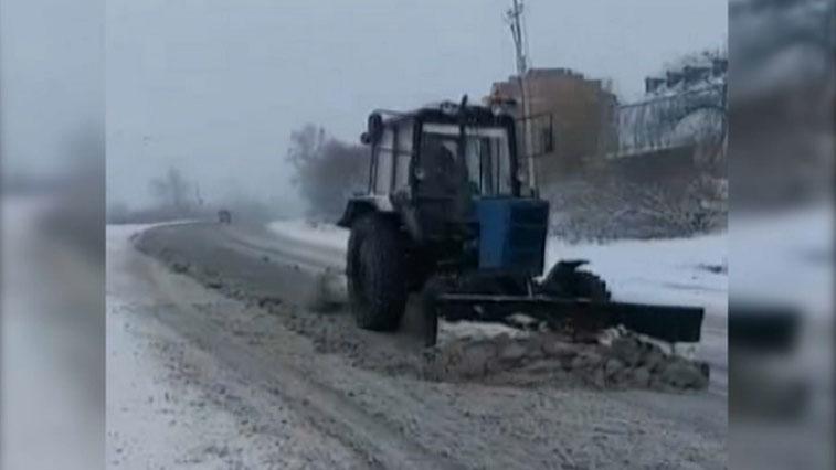 Дороги будут чистыми: в Приамурье доставляют спецтехнику, закупленную по поручению главы региона