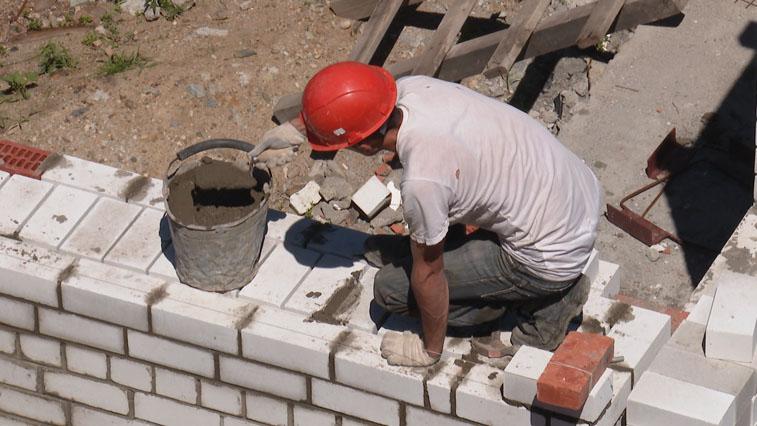 Нехватка каменщиков привела к кризису на строительном рынке Амурской области