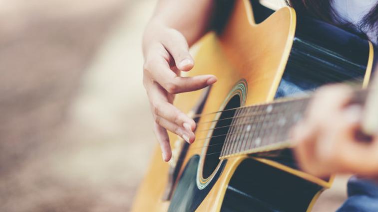 В память о звезде: Амурчан приглашают поучаствовать в онлайн-концерте, посвященном творчеству Виктора Цоя