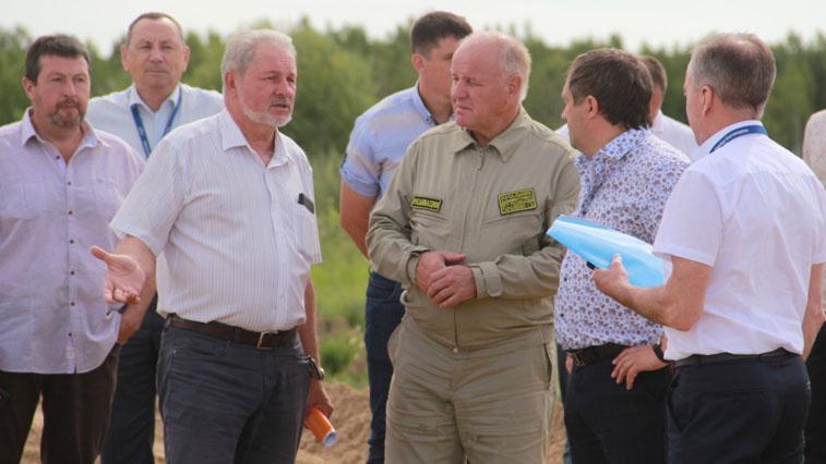 Комиссия Росавиации проверила строительство взлетно-посадочной полосы в аэропорту Игнатьево
