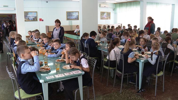 На контроле у главы региона: В школьные столовые области поступит оборудование на 30 миллионов рублей
