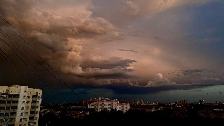 Порывистый ветер и дожди: погода в Приамурье на 26 июля