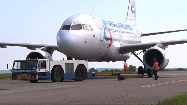 Новую спецтехнику для обслуживания пассажиров и судов получили в благовещенском аэропорту