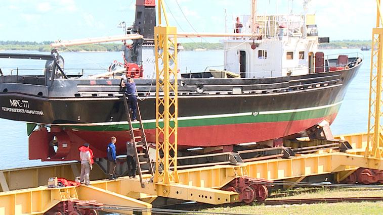 На Благовещенском судостроительном заводе возвели Сейнер для камчатских рыбаков