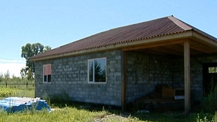 Молодым семьям, взявшим «Дальневосточную ипотеку» для покупки или строительства жилья на селе положена соцвыплата