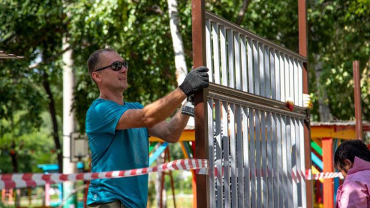 Охрана вместо администраторов и надёжные заборы: школы и сады Благовещенска делают безопаснее