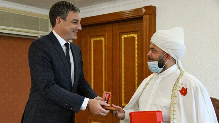 Губернатор Орлов провёл встречу с полномочным представителем Верховного муфтия России на Дальнем Востоке