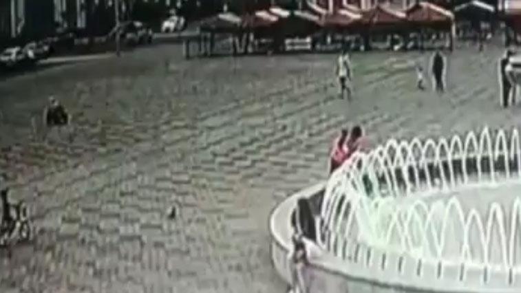 Найти вандала: В Белогорске неизвестный мужчина вылил в фонтан моющее средство