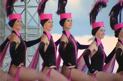 Для выступления на главной сцене области «Гжель» привезла больше тонны костюмов