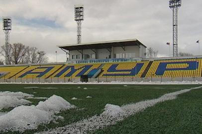Футбольные фанаты вышли на очистку стадиона «Амур» от снега