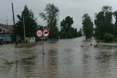 В селе Мирное Белогорского района ликвидируют последствия циклона