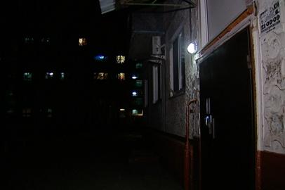 Жителям многоэтажек приходится платить за воров электроэнергии