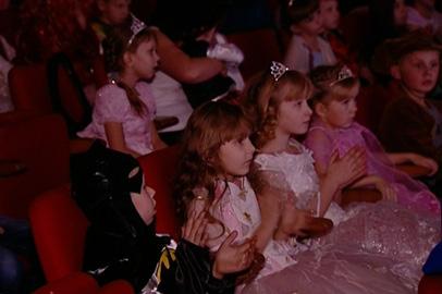 Губернаторскую ёлку для сирот провели в Амурском театре кукол
