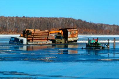 Три грузовика провалились под лед  в Мазановском районе