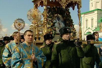 В крестном ходе в честь Албазинской иконы приняли участие около тысячи человек