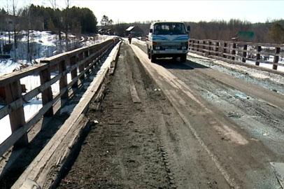 Мост через реку Мын в Селемджинском районе реконструируют золотодобытчики