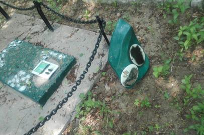 Двое подростков осквернили могилы в Константиновке